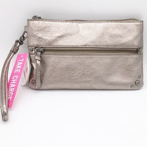 NWT The Sak Sanibel Phone Charging Wristlet